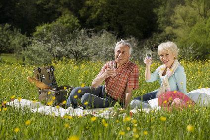 Germany, Baden Württemberg, Tübingen, Senior couple having picnic