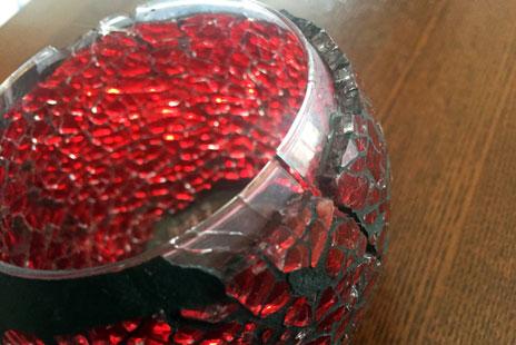 地震で割れたガラスの器